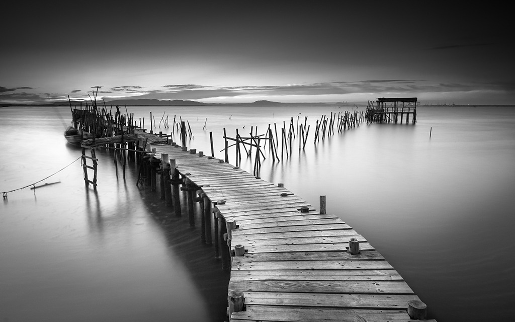 Canvas Print - A Peaceful Ancient Pier