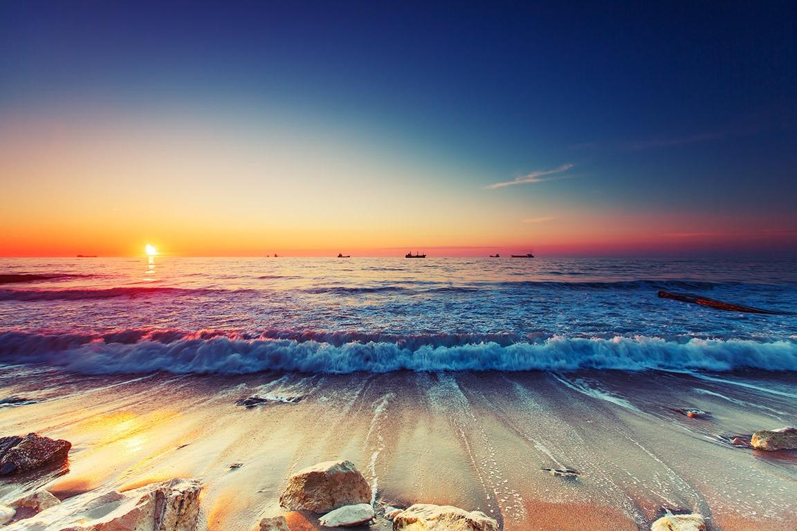 Canvas Print - Sunrise Over Sea